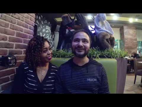 Камерунка, индиец и Эрик в кафе азиатской кухни. Красноярск