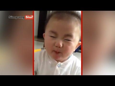 """Bayi Imut Makan Jeruk Asam Lucu Banget Bikin Ngakak - """"Ngocok Perut"""""""