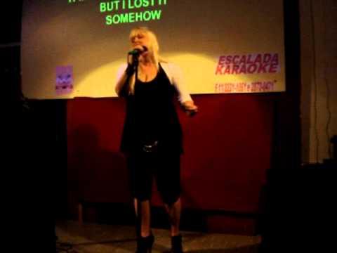 KARINA BOSKO NO ESCALADA KARAOKE - IT MUST HAVE BEEN LOVE - COVER