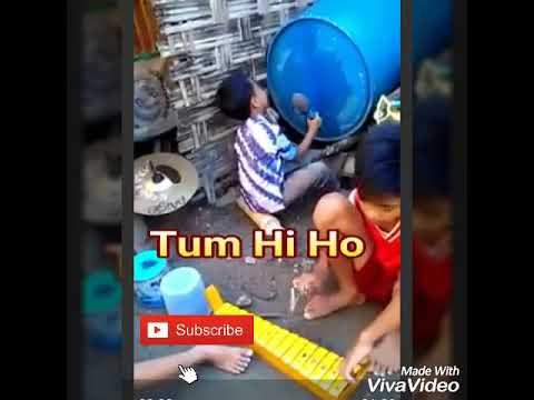 Bocah kreatif memainkan musik lagu Tum Hi Ho