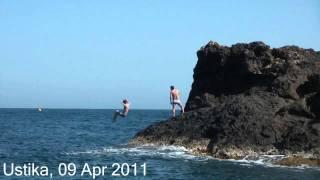 Сальто со скалы в воду