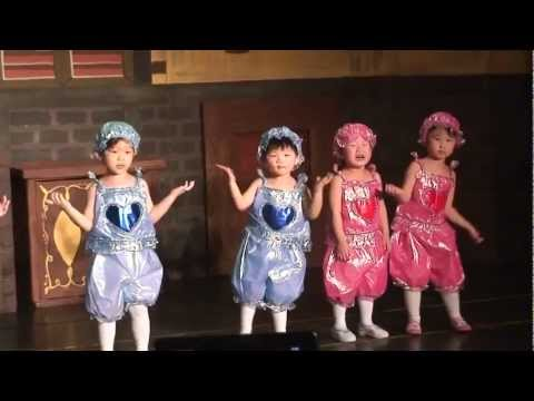 Kids sing English song with dances.mp4