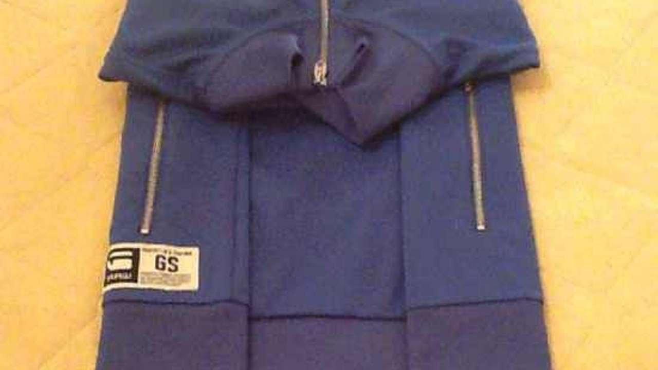 Come Piegare Un Maglione.Piega Una Felpa In Modo Semplice Fai Da Te Style Guidecentral