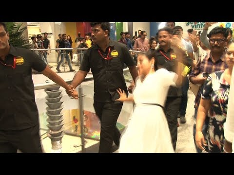 Kajol Devgn just Slipped in a mall and we went OUCH! thumbnail