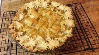 How To Make An Apple Pie With Flower Designs