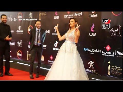 بشرى وسيد رجب يداعبا المصوريين  على «الريد كاربت» في إفتتاح «القاهرة السينمائي»  - نشر قبل 24 ساعة