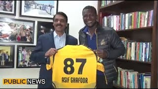 DG ISPR Asif Ghafoor meets Peshawar Zalmi captain Darren Sammy