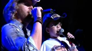 Toby Keith Sings American Soldier with 10 Year Old Fan at Blossom Music Center