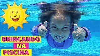 Maria Clara brincando na PISCINA - MC Divertida