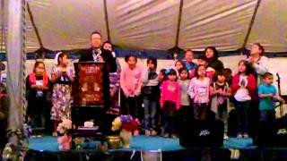 Leenard Begay & The Children Choir - Jesus Love Me