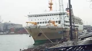 Kapal KM Umsini klakson panjang
