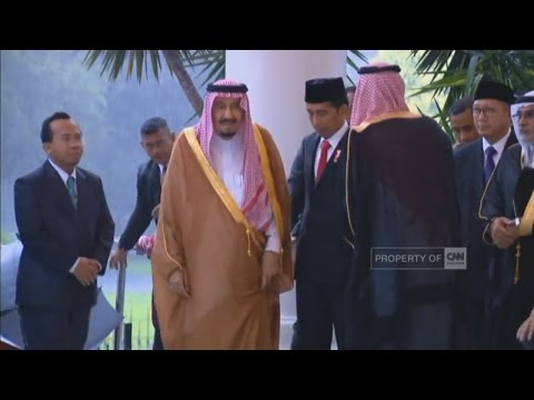 Dentuman Meriam & Hujan Sambut Kedatangan Raja Salman di Istana Bogor