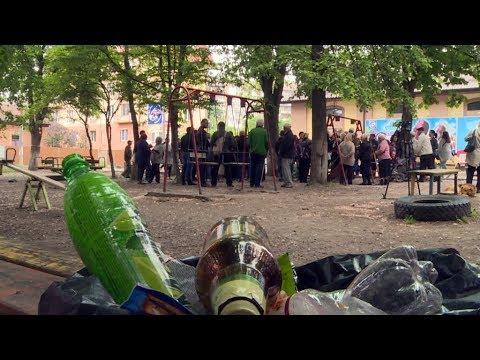08.05.2018 У Коломиї сперечаються через дитячий майданчик, який знаходиться біля супермаркету