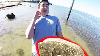 unbelievable fishing mullet on rod and reel bare handed flounder fishing