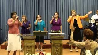 Sentado En Su Trono - Ministerio Cantares