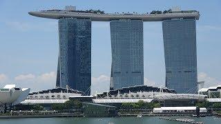 Singapore 4K - Marina Bay Sands and Gardens by the Bay thumbnail