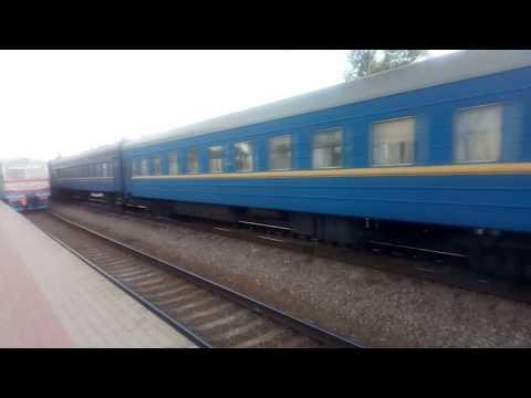Поезд 205 О Харьков-Покровск прибывает на станцию Лозовая Харьковской области Украина 2019