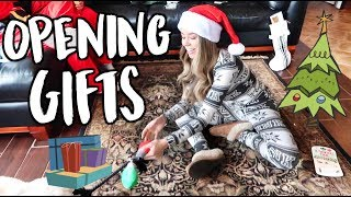 OPENING GIFTS! VLOGMAS DAY 25!