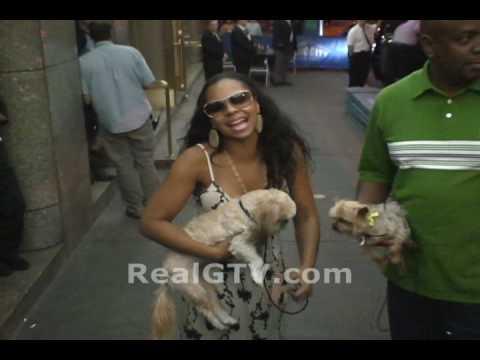 Ashanti Calls G A Bootlegger But She Aint Wearing No Panties