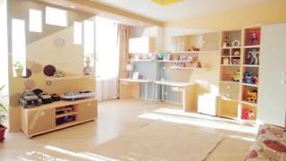 видео Дизайн кухни в коттедже: свежо и просторно