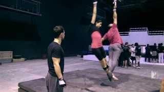 Repeat youtube video Aamir Khan & Katrina Kaif Turn Acrobats[Türkçe Altyazılı]