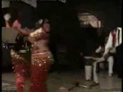 Порно парень онлайн любительское видео пьяная девушка исполняет танец живота кафе