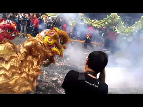 Dragon Dance in Binondo - Chinese New Year 2014