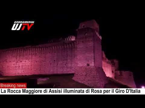 Giro d'Italia, la Rocca Maggiore di Assisi si illumina di rosa, il video