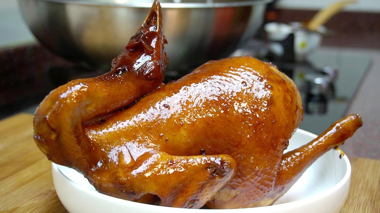 廣式豉油雞好吃有訣竅,紅露酒100cc,豉油雞不能不吃的美食做法,配上店家特製的蜜汁醬,雞肉鮮香!非常美味的一道家常菜 - YouTube