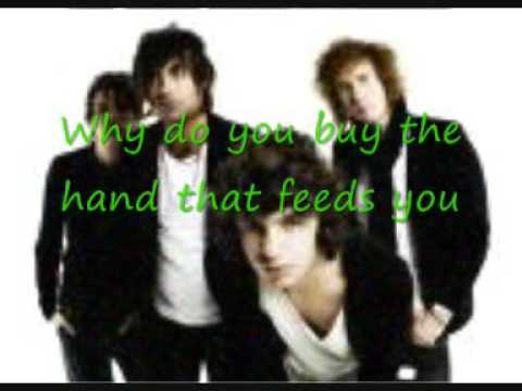 the Kooks pictures shine on with on sceen Lyrics