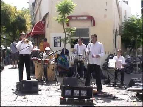 BESAME MUCHO  SALSA LATIN BAND מוסיקה לטינית