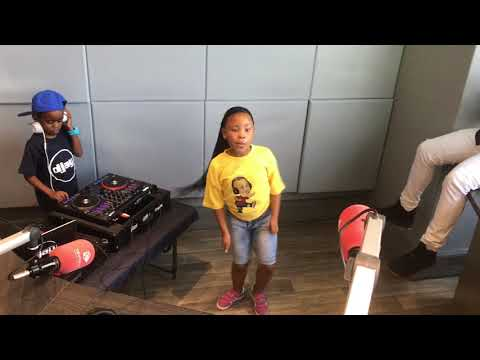 Dj Arch Jnr and BK killing it on TouchHD (Turn Up Kids)