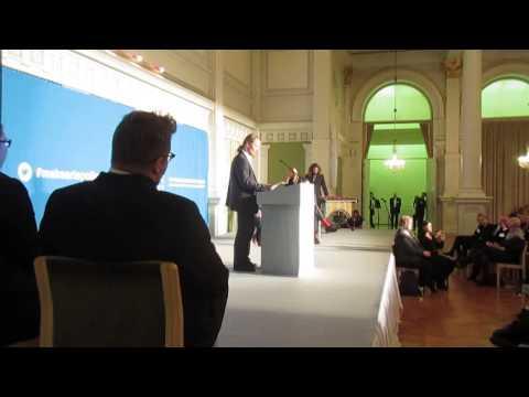 Persujen Juho Eerola Suomen Taidepoliittisessa Huippukokouksessa 10.11.14