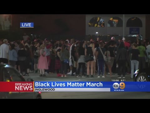 Calif. protesters block road