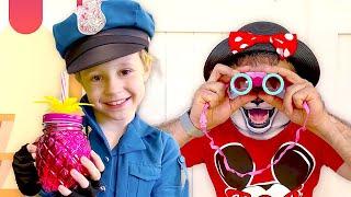 Nastya finge brincar de policial e pede ao papai para usar uma máscara