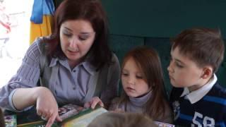 В киевском ретротрамвае открыли библиотеку для детей