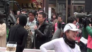いとう あさこ芸人 東京マラソン 雷門の前に居ました、by picua.