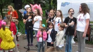 Киев: Гимн Украины. Детский Праздник на Ленинградской площади, 18 мая 2014 г.