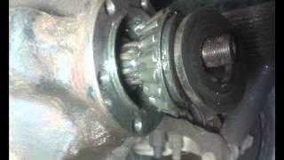 видео Регулировка рулевого механизма УАЗ-452, проверка осевого зазора