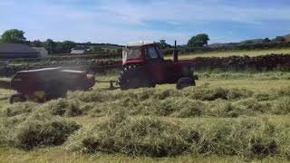 Balling hay 2018 Massey Ferguson 185 with new holland.