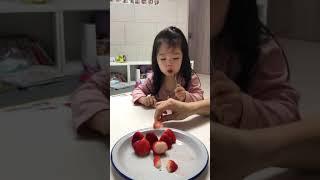 21개월 아기 딸기먹방 | strawberry mukb…
