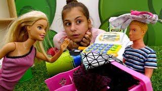 Видео для девочек - Барби ревнует Кена - Видео про кукол