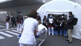 M9の南海トラフ地震を想定し、高松市の病院で訓練 けが人を赤、黄、緑のタグで色分けして処置