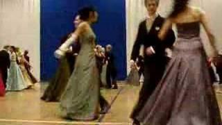 Vanhat tanssii