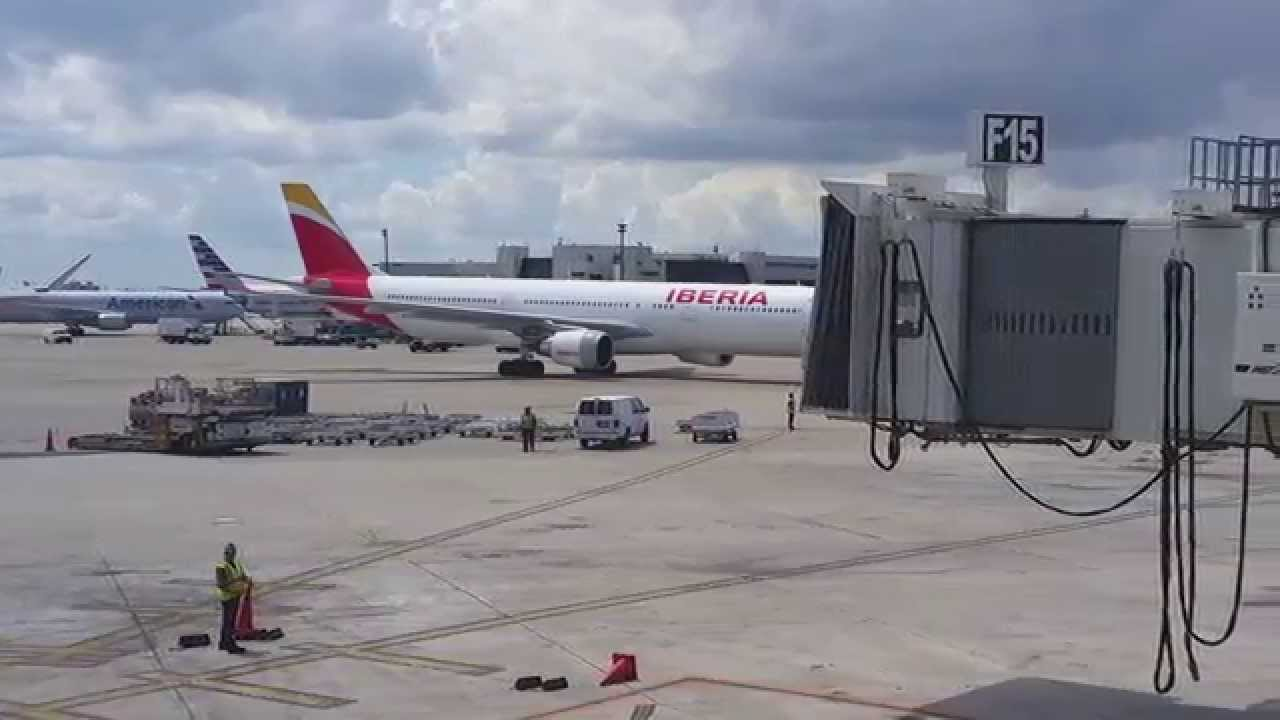 iberia a330 300 arrival at miami intl airport youtube youtube