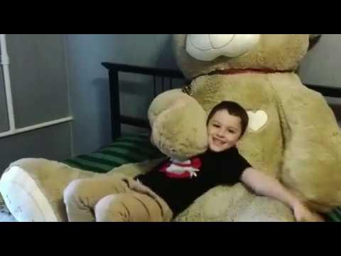 Реакция ребёнка на мягкую игрушку Http://www.medvedprise.ru/