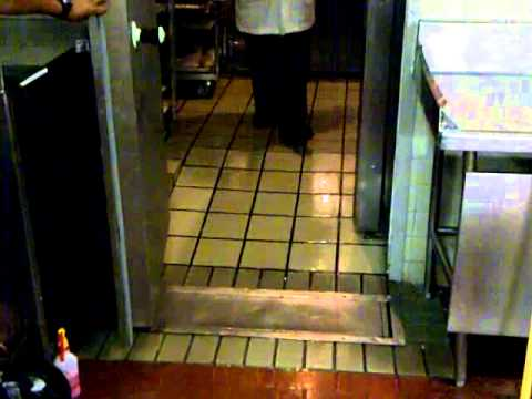 Antiderrapante mexa aplicado en rampa y piso de cocina en for Equipos restaurante