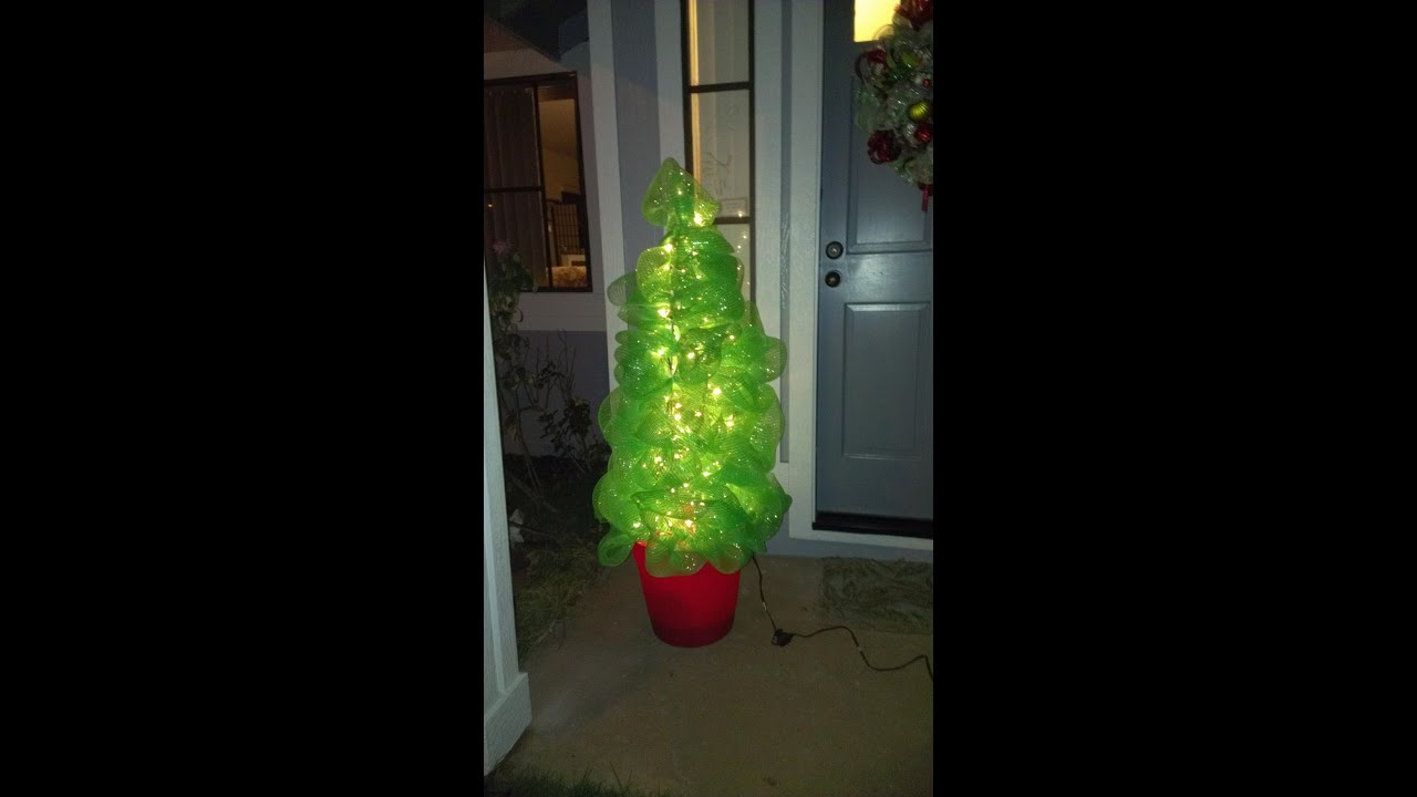 How to make a christmas tree using deco poly mesh and a How do you decorate a christmas tree