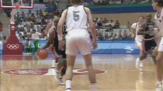 Michael Jordan, Magic Johnson, Patrick Ewing & Co - Dream Team Highlights - Barcelona 1992 Olympics