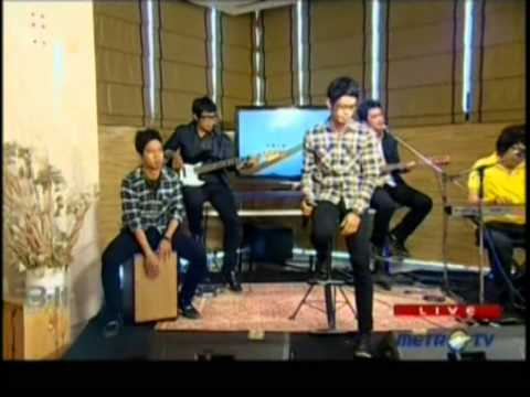 Cappucino live performed at 8-11 Show (05/05) (Courtesy MetroTV)